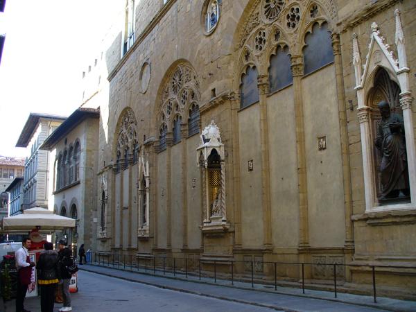 Via Calzaiuoli e la Chiesa di Orsanmichele