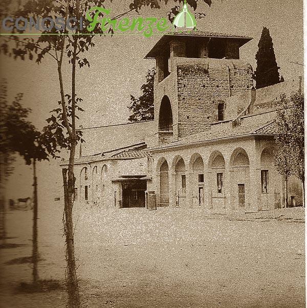 1864-ca.-Porta-San-Gallo-vista-dall'interno-delle-mura,-con-i-portici-della-Dogana