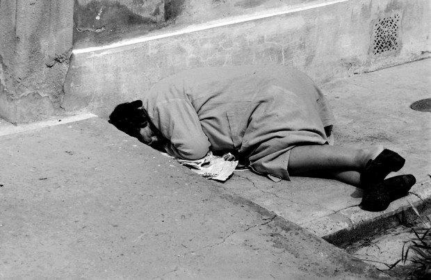 """Esposizione al manicomio """"San Salvi negli anni '70"""", fotografie di Renato Bartolozzi."""