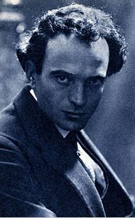 Sem Benelli (Prato, 10 agosto 1877 – Zoagli, 18 dicembre 1949) è stato un poeta, scrittore e drammaturgo italiano, autore di testi per il teatro e di sceneggiature per il cinema. Fu anche autore di libretti d'opera.