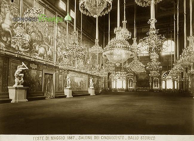 Il Salone dei Ciquecento, durante le feste del Maggio 1887 per inaugurazione facciata del Duomo durate ben 16 giorni, addobbato per il ballo storico.
