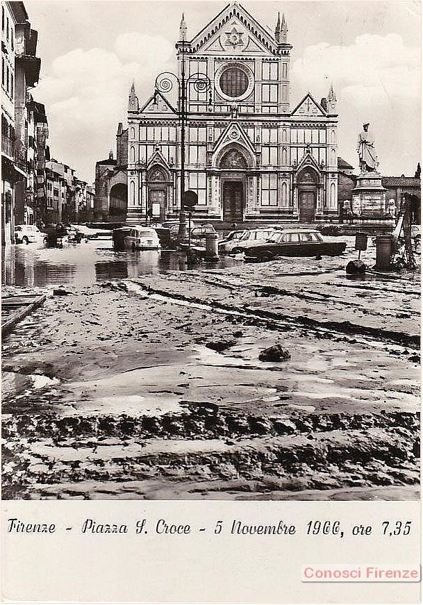 Statua di Dante alluvionata.