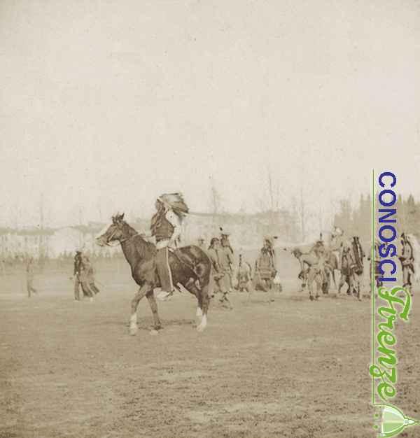Un capo indiano a cavallo e la sua tribù, scena dello spettacolo western West Wild Show di Buffalo Bill