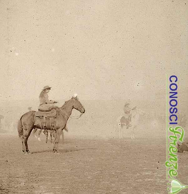 Il cacciatore americano Buffalo Bill insieme alla giovane Annie, fotografati nel campo adibito allo spettacolo western Wild West Show