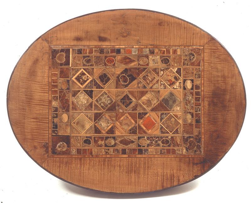 Oggetto intarsiato con 214 pezzi anatomici pietrificati, di cui solo alcuni forse identificabili dal punto di vista istologico, come un piccolo rene, un quadrato di pelle ed un piccolo piatto tibiale con menischi.