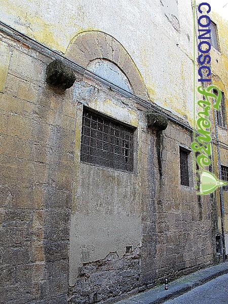 Facciata di San Jacopo fra i Fossi, chiesa romanica.