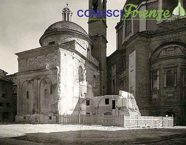 Piazza San Lorenzo e le ultime rovine delle case addossate alla balilica
