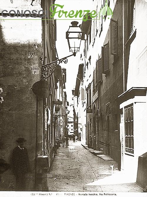 Veduta di via Pellicceria nel Mercato Vecchio a Firenze, 1880 ca.