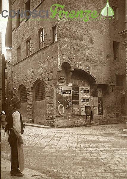 Incrocio di via Pellicceria con il vicolo del Panico, a Firenze