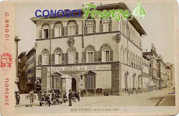 Piazza Goldoni ed il famoso albergo
