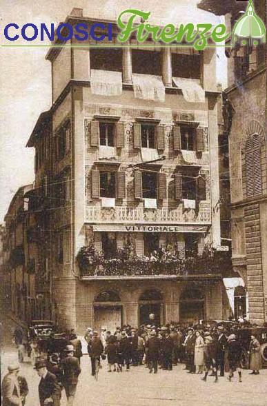 Piazza Goldoni ed il locale Vittoriale anni 30