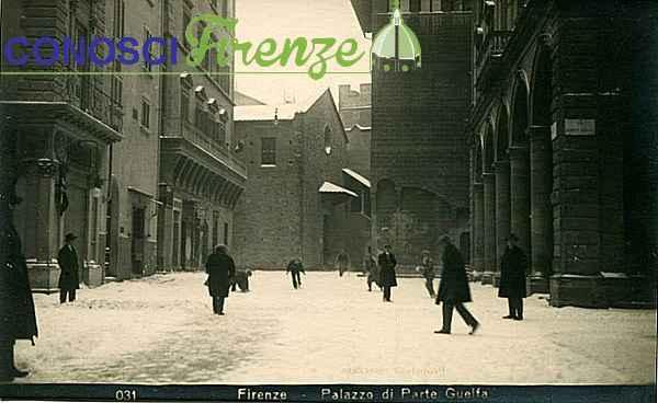 Piazza di Parte Guelfa con la neve. A destra la Loggia con il famoso risorante
