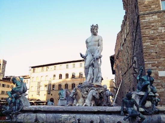 Un museo a cielo aperto: Piazza della Signoria e la Loggia dei Lanzi